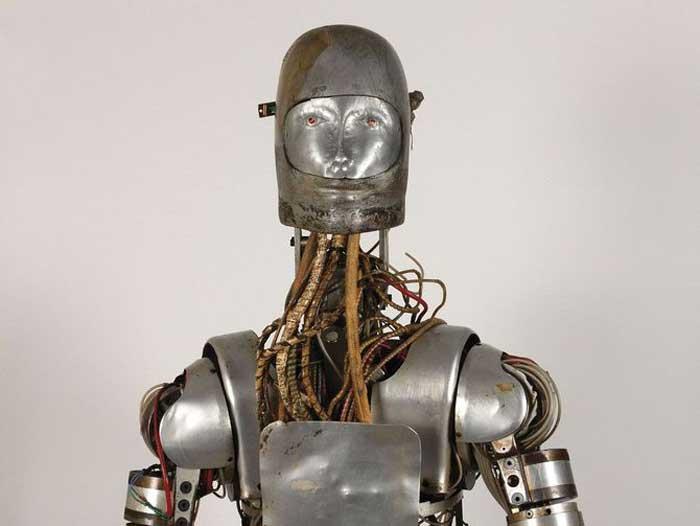 فروش ربات قدیمی اندروید توسط ناسا که برای آزمایش لباس فضانوردان بوده