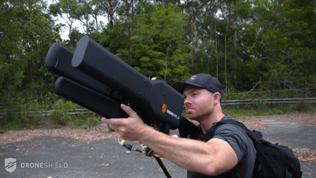 اسلحه ضد پهپاد جدید اهداف را از فاصله 2 کیلومتری به زمین مینشاند