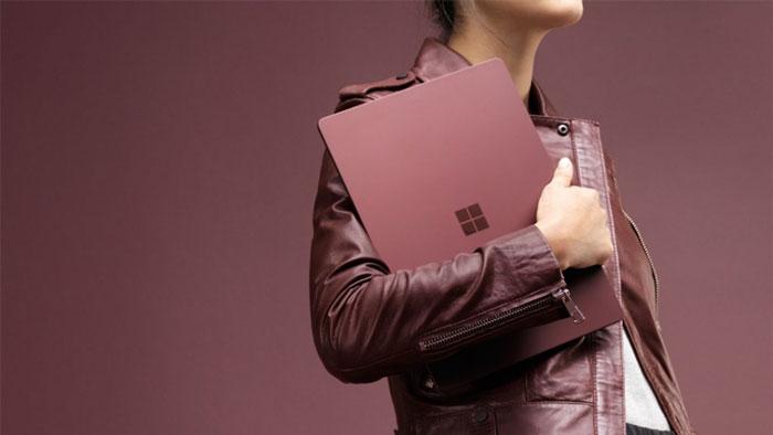 سرفیس لپ تاپ (Surface Laptop) به همراه پردازنده Core i5 و Core i7 رونمایی شد